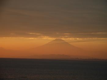 江ノ島から見た夕方の富士 (1)
