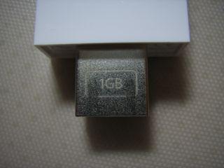 「1GB」の刻印